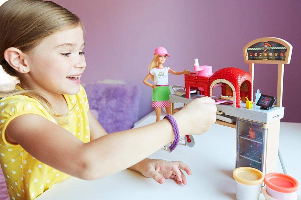 Barbie la Pizzeria con Bambola, Tavolo per Le Pizze