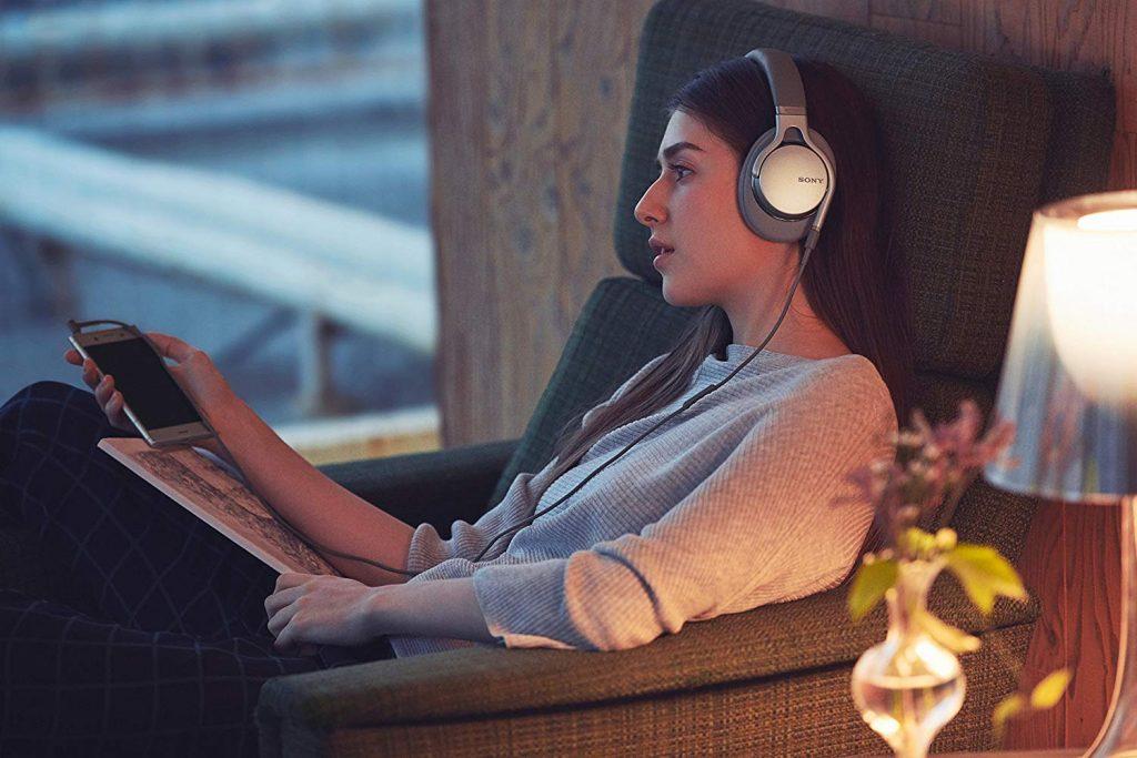 Sony MDR-1AM2 Cuffie Over-Ear, Audio Hi-Res, Controllo Beat Response, Design Leggero, con Cavo Audio in Alta Qualità, Argento